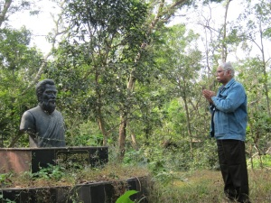 SCP in shock before the uncared for statue of Utkalmani